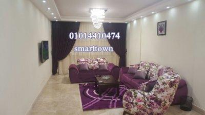 شقة مفروشة للايجار فرش فندقي تطل على حمام سباحة داخل كمبوند في مدينة نصر