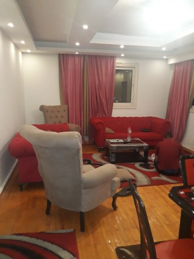 على شارع رئيسي بجوار #سيتي_ستارز شقة مفروشة للايجار بموقع مميز جدا ()