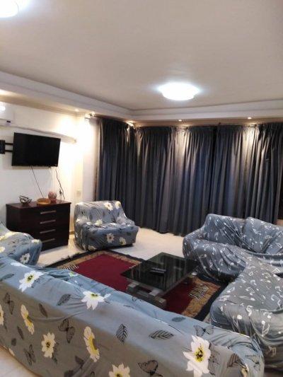بموقع مميز شقة مفروشة بجوار #سيتي ستارز مول وقريبة من #دار_الامداد_والتموين (**)