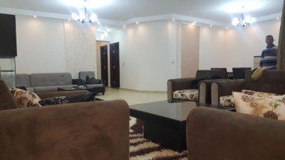 اول سكن شقة مفروشة للايجار بشارع رئيسي من عباس العقاد الرئيسي بمدينة ن