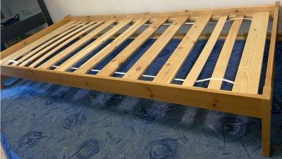 سرير خشب للبيع